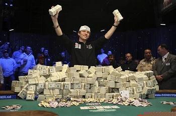 ポーカー 世界大会 最年少チャンピオン ピーター・イーストゲート