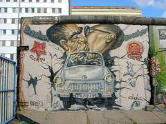 ベルリンの壁 男性 キス