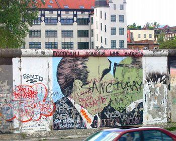 ベルリンの壁 男性 キス レオニード・ブレジネフ エーリッヒ・ホーネッカー