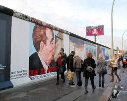 ベルリンの壁 キス 男性