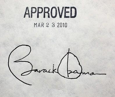 米医療保険改革法 オバマ大統領 サイン 署名 ペン 筆跡